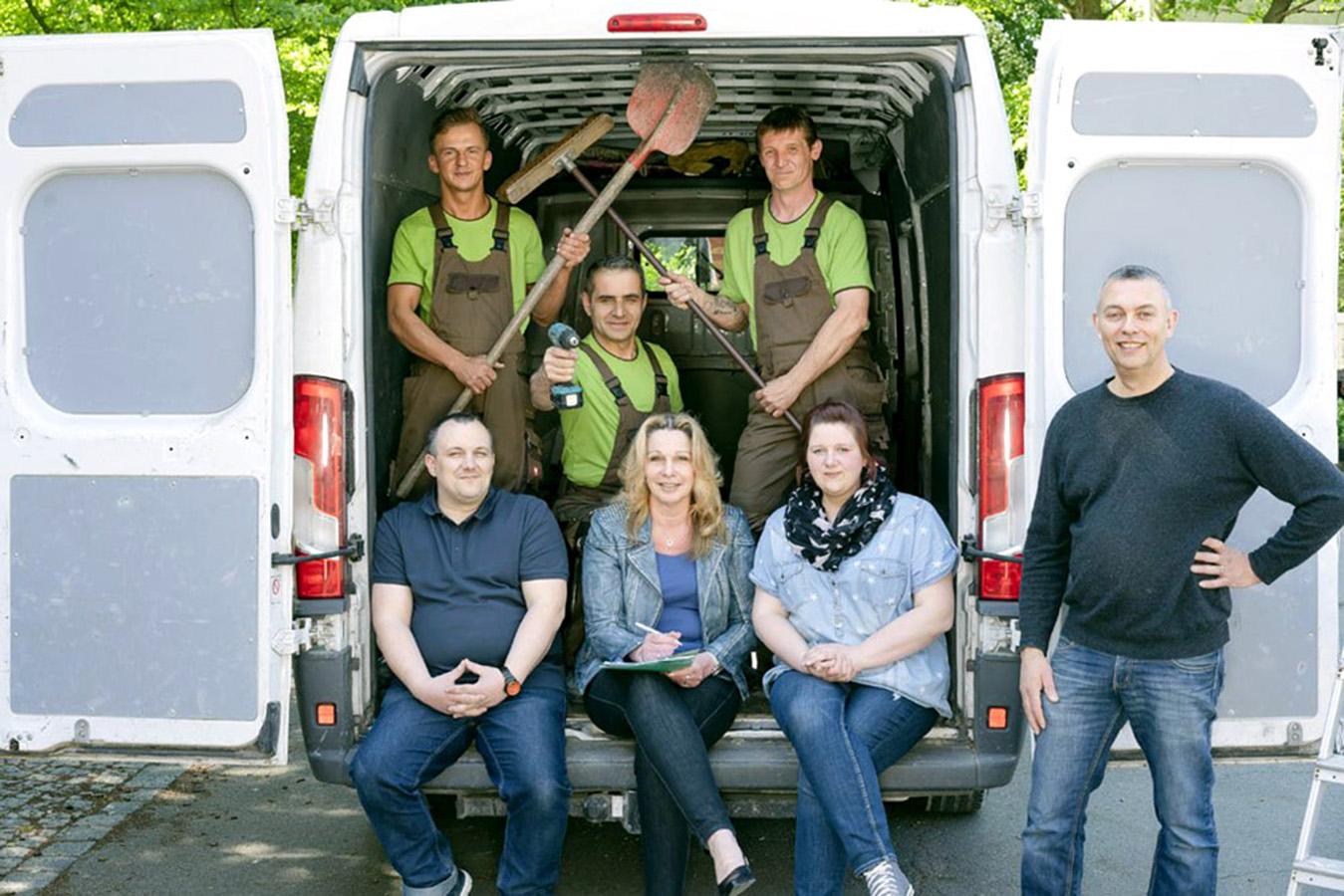 Teambild der Mitarbeiter der Rumpellotte - Ihr Partner für Haushaltsauflösungen, Entrümpelungen und Co. in NRW!
